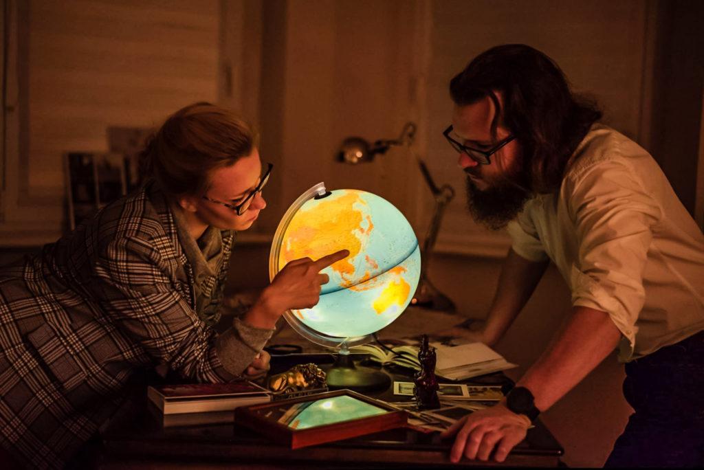 O nas: Aneta i Marcin - zdjęcie z globusem
