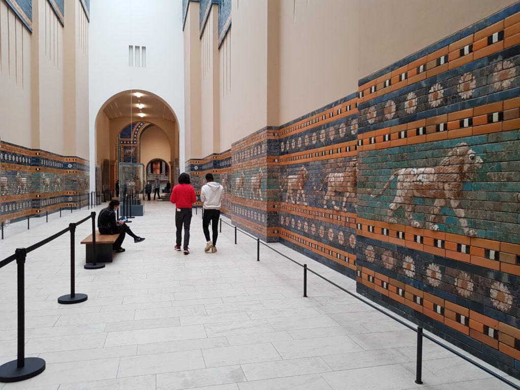 Wyspa Muzeów w Berlinie - Muzeum Pergamońskie - fragment rekonstrukcji Drogi Procesyjnej z Babilonu