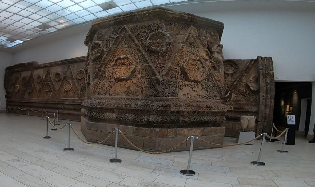 Wyspa Muzeów w Berlinie - Muzeum Pergamońskie - rekonstrukcja fasady pałacu Mszatta