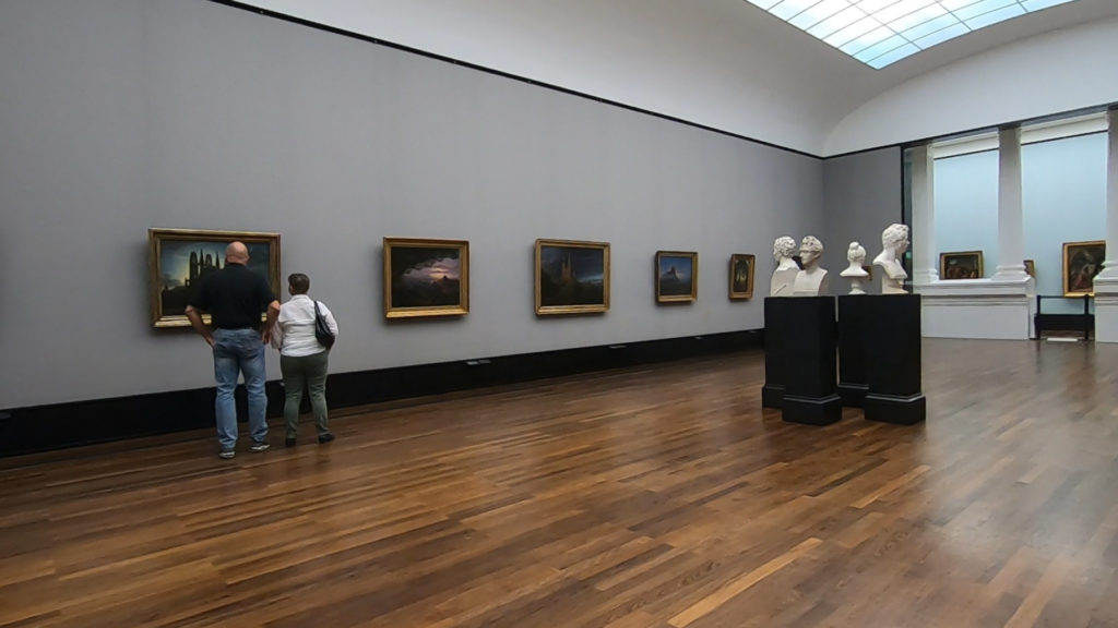 Wyspa Muzeów w Berlinie - Stara Galeria Narodowa - niemal pusta sala wystawowa