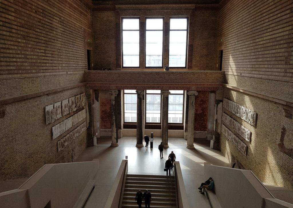 Wyspa Muzeów w Berlinie - Nowe Muzeum - jedna z klatek schodowych