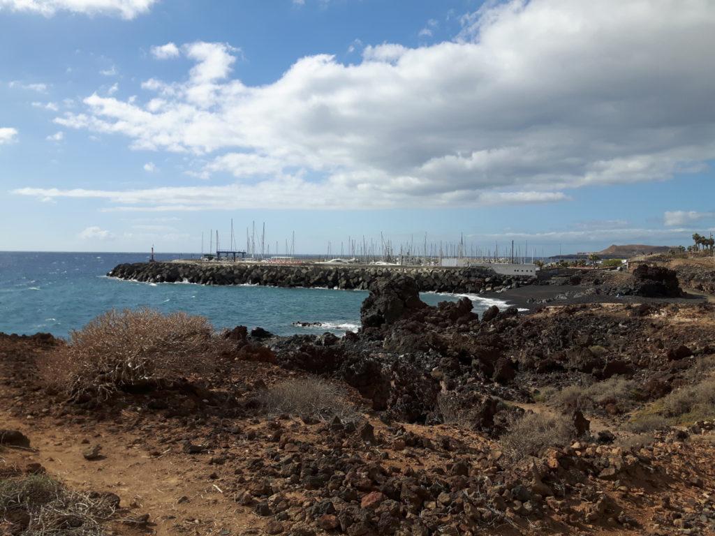 Teneryfa - Wyspy Kanaryjskie - widok na marinę San Miguel