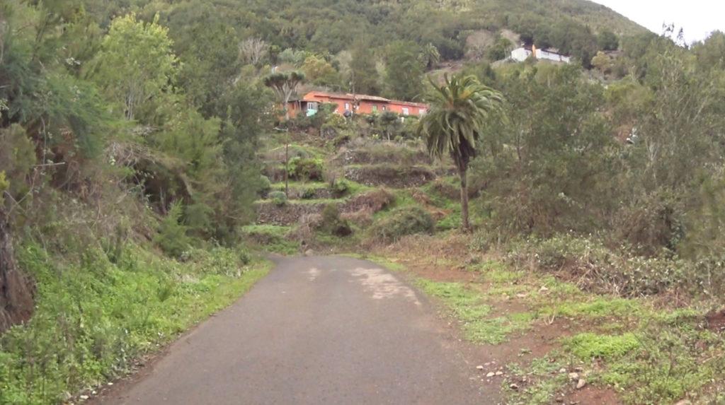 La Gomera - gospodarstwo rolne z niewielkimi tarasowymi poletkami
