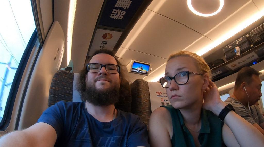 Marcin i Aneta w pociągu relacji Szanghaj-Pekin