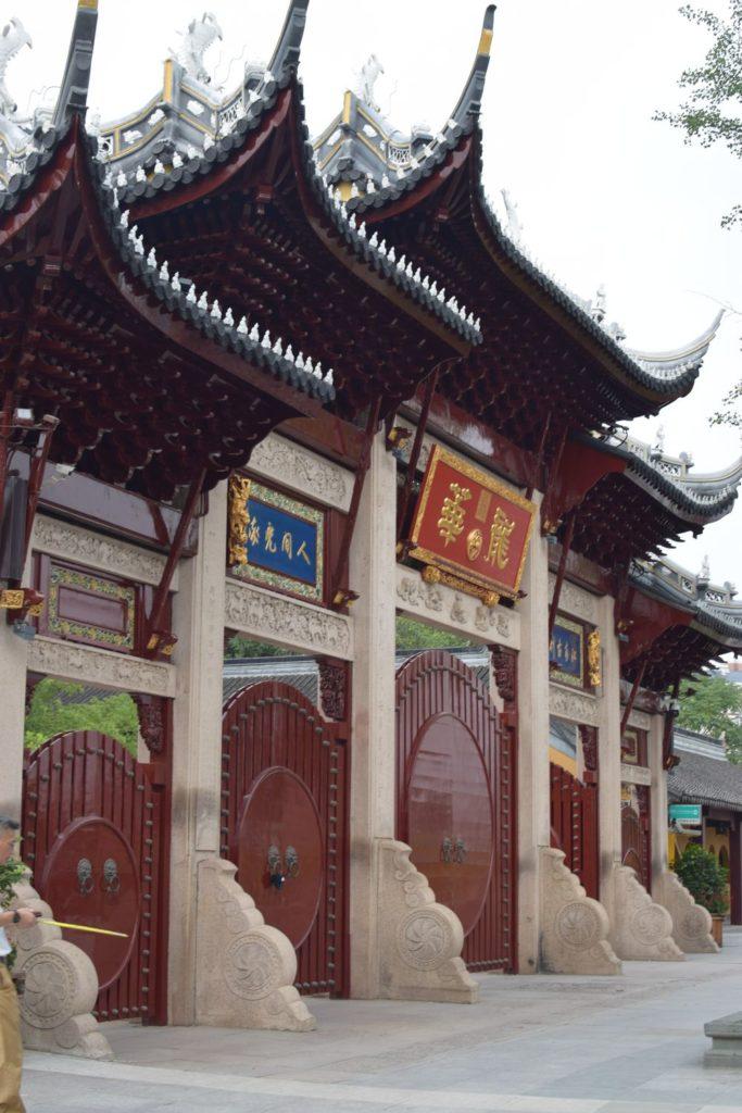 Chiny Szanghaj brama wejściowa do świątynii Longhua. Świątynie Szanghaju