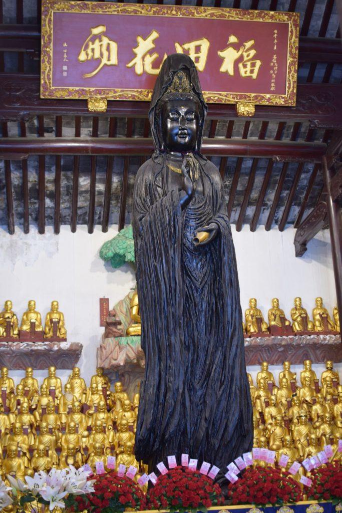 świątynia Longhua posąg. Świątynie Szanghaju