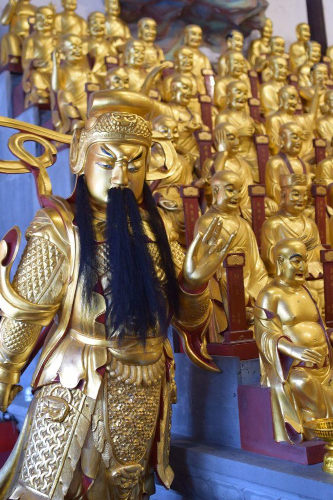 rzeźby w Longhua temple. Świątynie Szanghaju