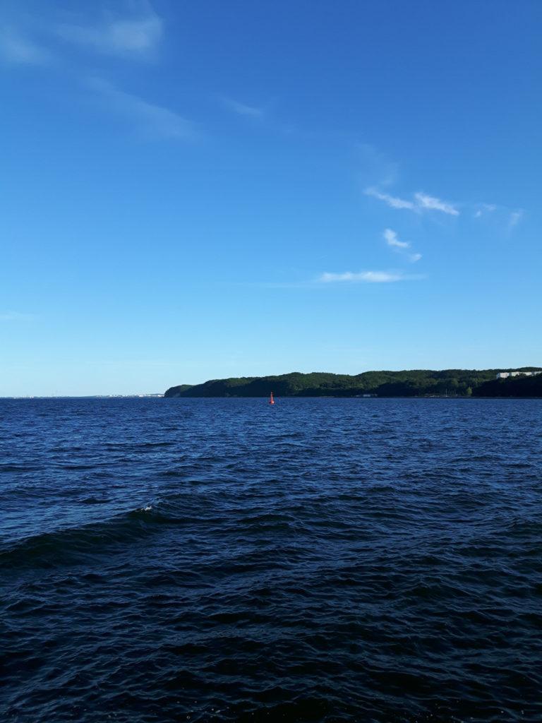 Rejs po Zatoce Gdańskiej - widok na boję