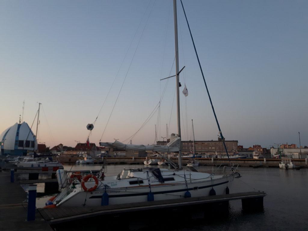 Rejs po Zatoce Gdańskiej - jacht Melin - Bavaria 32 w porcie w Helu