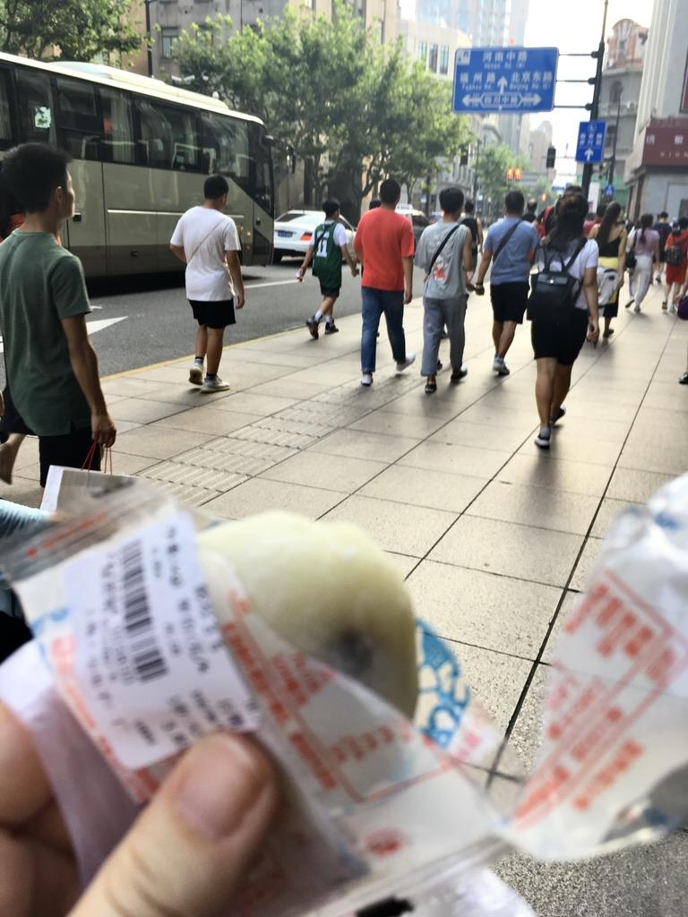 smakołyki na Nanjing Road w drodze powrotnej z Bund