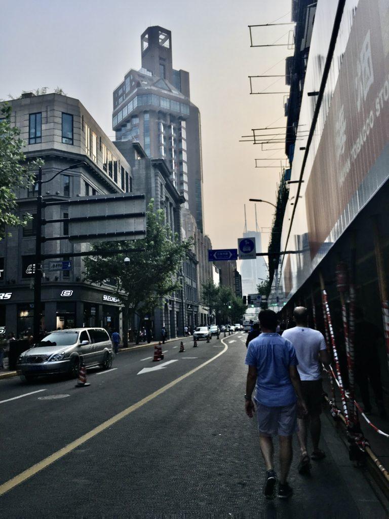 spacer po Nanjing Road w drodze powrotnej z Bund