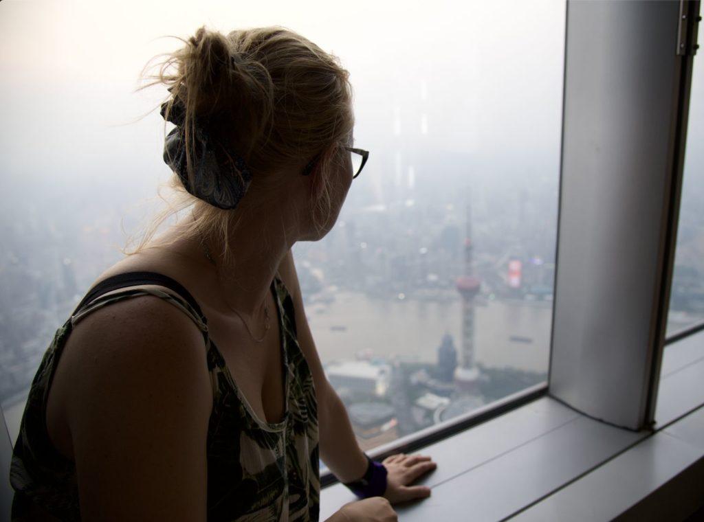 widok z punktu widokowego Szanghaj Tower - w tle Perła Orientu