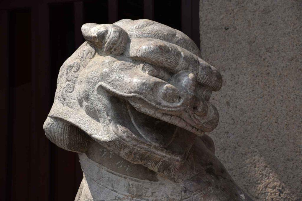 kolejny smok, którego zobaczycie - tym razem przy wejściu do świątyni