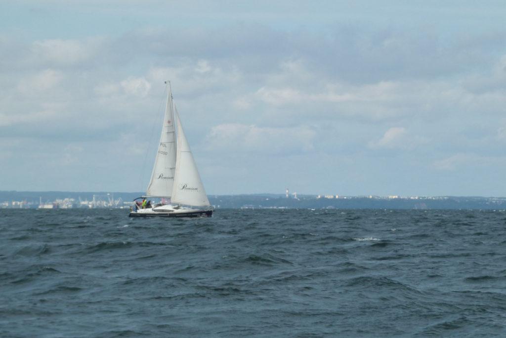 Bałtyk - rejs stażowy - jacht na Zatoce Gdańskiej