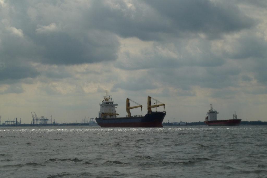 Bałtyk - rejs stażowy - statki na redzie w Zatoce Gdańskiej