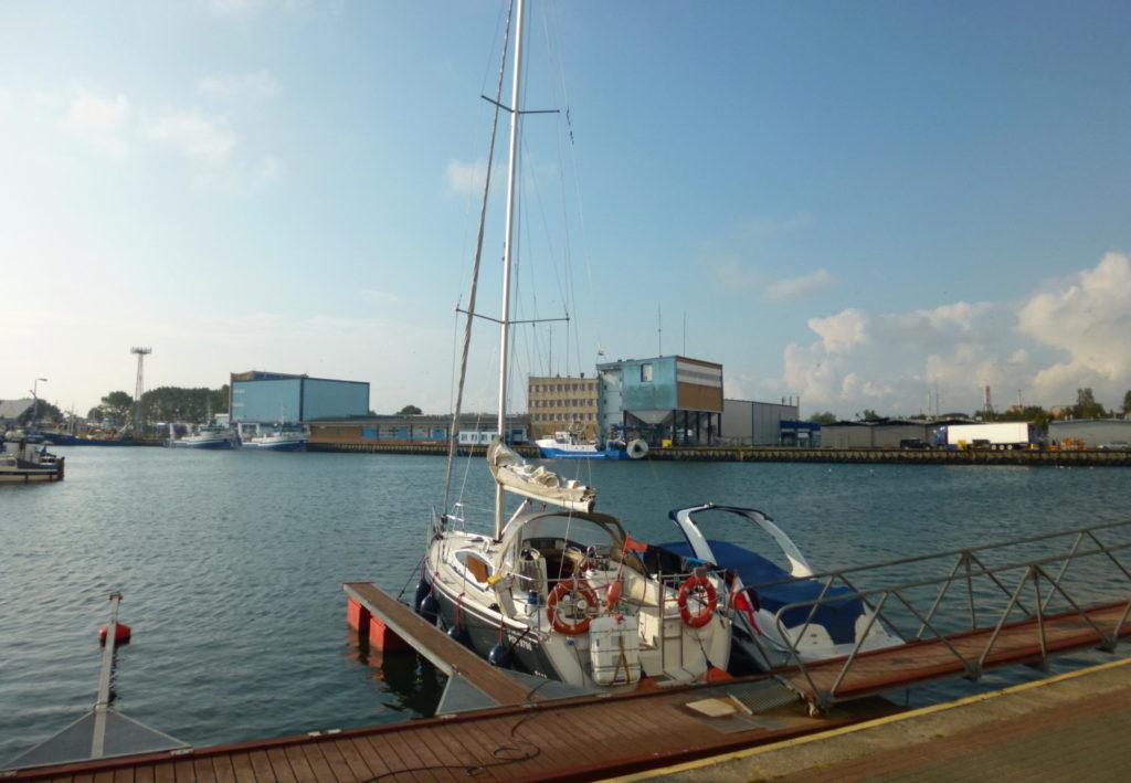 Bałtyk - rejs stażowy - jacht w porcie we Władysławowie