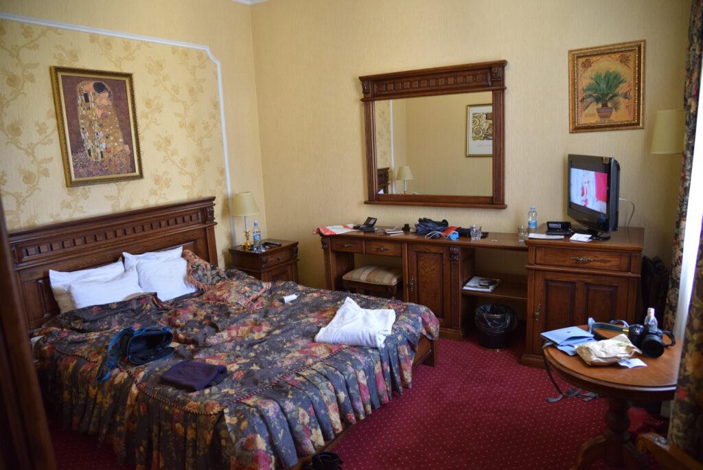 City break we Lwowie, Lwów, wnętrze pokoju hotelowego, Deluxe Hotel Kupava