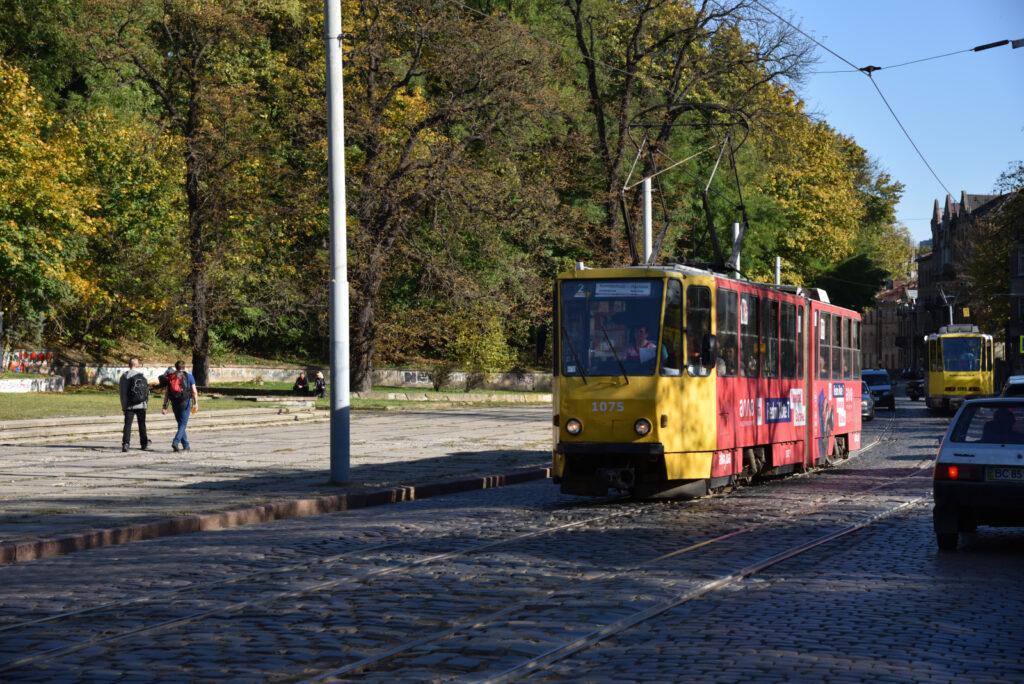 Stary tramwaj na ulicy we Lwowie, Lwów, Ukraina